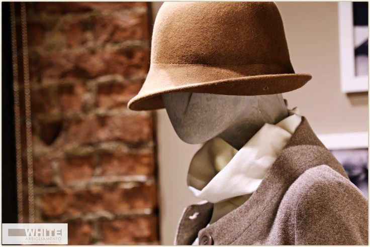 Un #cappello dal fascino #retrò che ci trasporta nelle atmosfere del cinema noir.  #WHITE, #cappello, #moda #donna