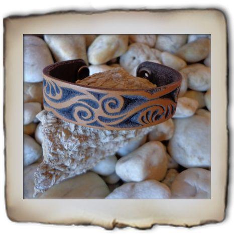 karkötő - carved leather  bracelet