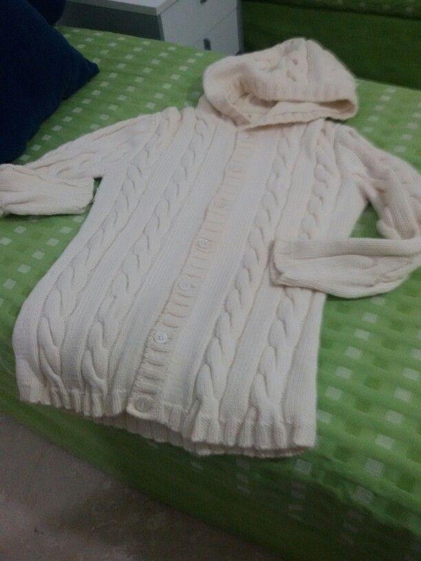Mamma vorrei un cardigan...........e ualah  un po'  d'amore, dell'ottima lana, tanta pazienza,  FATTO..!