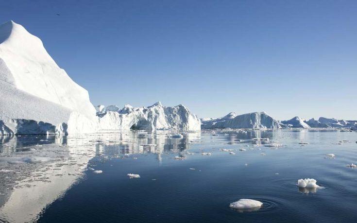 """Ilulissat, Groenlandia   Il nome """"Ilulissat"""" indica il mare circondato da iceberg provenienti dal Sermeq Kujalleq, il più grande ghiacciaio del mondo. Il villaggio è stato dichiarato Patrimonio dell'Umanità nel 2004"""