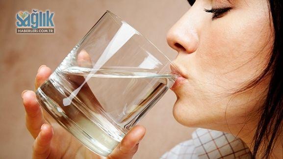Derhal su içmeniz gerektiğini söyleyen 7 belirti