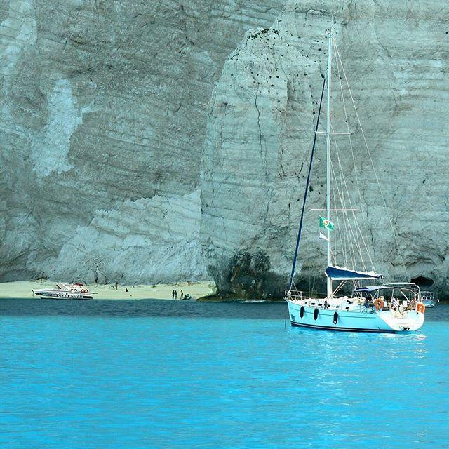 #Sailing boat approaching Navagio #beach on #Zakynthos #Greece Photo credits: @m.jevgenijevic