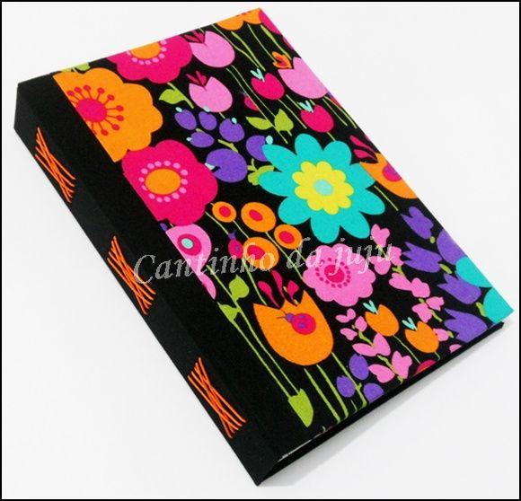 Encadernação com costura Romanesca.    São 30 folhas A4 dobradas ao meio, ou seja 60 folhas A5 - 120 páginas    Tecido com importado (flores). R$ 45,00