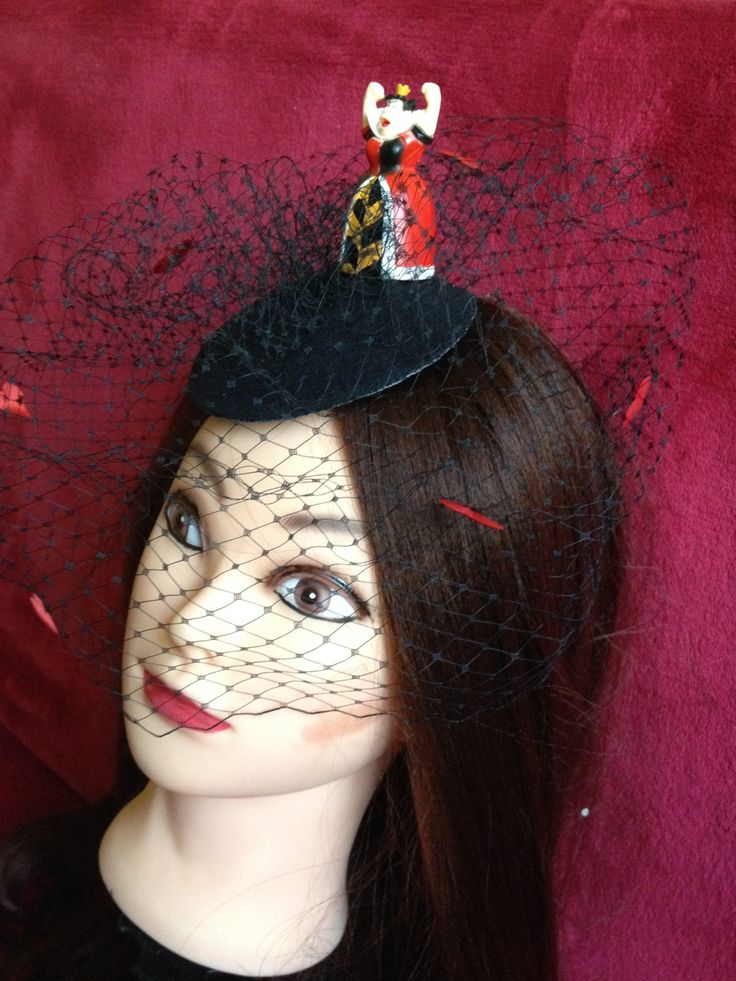 Red Queen from Alice in the Wonderland. #Minihat #veil #Carnival #Halloween #Christmas #ValentineDay #NewYear #costumeparty #minihats #Alice #AliceintheWonderland #MadHatter #minicylinder #cylinder #rabbit #RedQueen