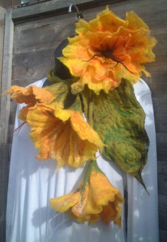 felted scarf necklace flower felted flower par FeltedArtToWear, £65.00