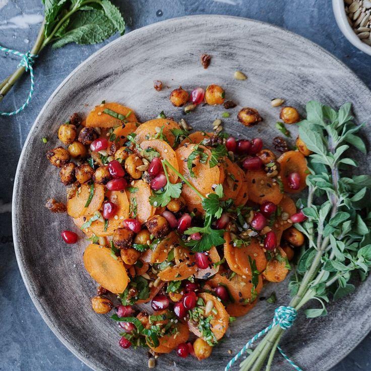 Giv din råkost en smagseksplotion og gør som de gør i mellemøsten – brug krydderurterne som en ingrediens og ikke bare som en smuk garniture.Udover at se smukt ud, så…