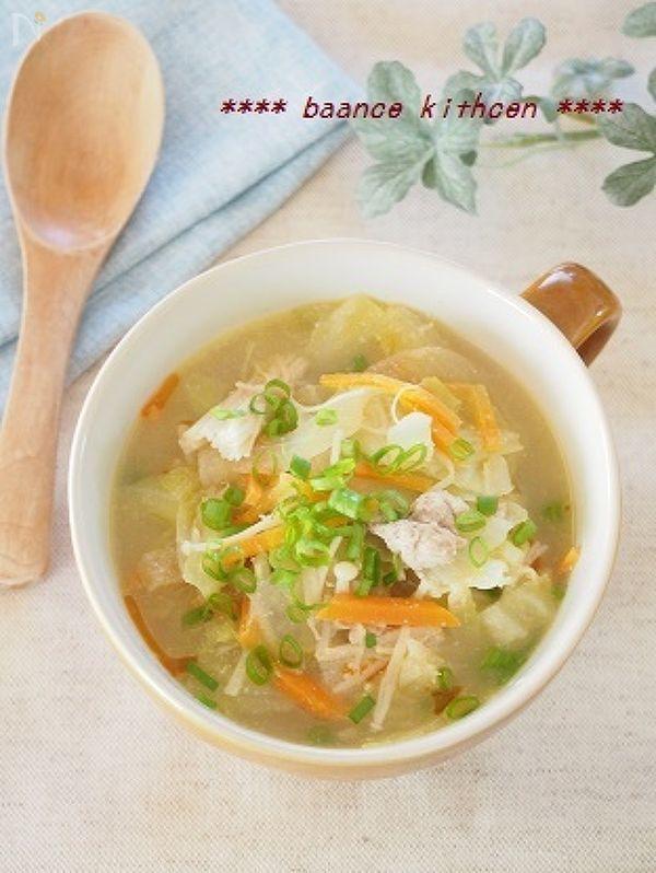 具沢山で、コクはあるけどくどくない、さっぱりタイプの坦々スープです。  炒めてさっと煮るだけの時短レシピです。