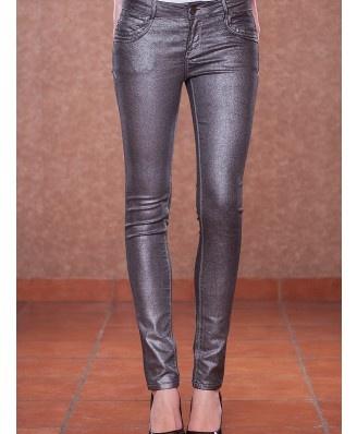 Rewelacyjne, srebrne bardzo oryginalne spodnie. Idealne na codzień jak i na wielkie wyjścia.