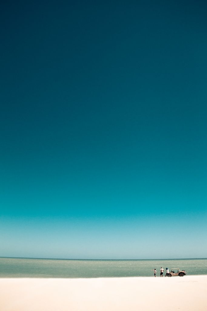 by Angelita Niedziejko, Blue,2012 #Beach #ビーチ #地平線