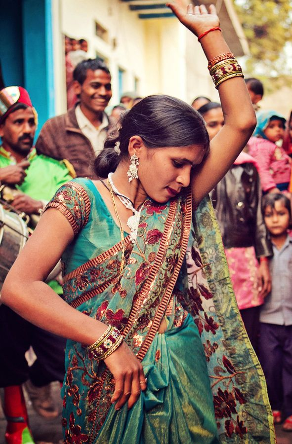 INDIA: Saree beauty at Street Dance in Agra.