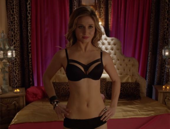 Karmy Answers Age Old Question On Faking It What Do You Wear To A Threesome Girls Faking It Mtv Mtv Amy