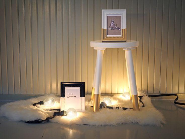 Kultaista joulua! Jakkaran jalat dipattiin Taika Helmiäismaaliin, valmissävy kultaan.