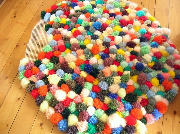assemblage fin tapis pompon by Piu