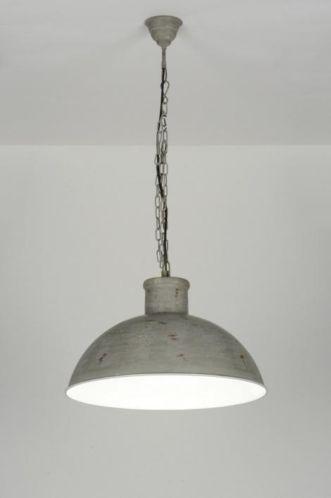 """51cm """"Raw"""" afgewerkte hanglamp in een sterke industriële stijl. Raw wil zeggen ruw en staat voor stoer en robuust. Deze hanglamp heeft een mat grijze kleur.  Voor woonkamer tafel of woonkeuken tafel .  Home interior lights / online shop : click on this link www.rietveldlicht.nl Verzendkosten gratis!"""