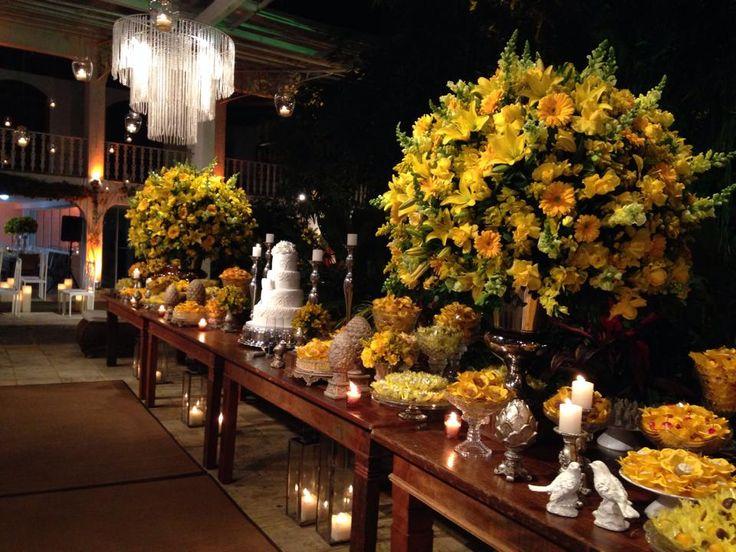 Mesa de doces amarelo
