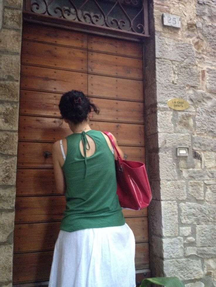 Elisa opening the Painted House for a special guest: discovering Todi with BrowsingRome, blog post