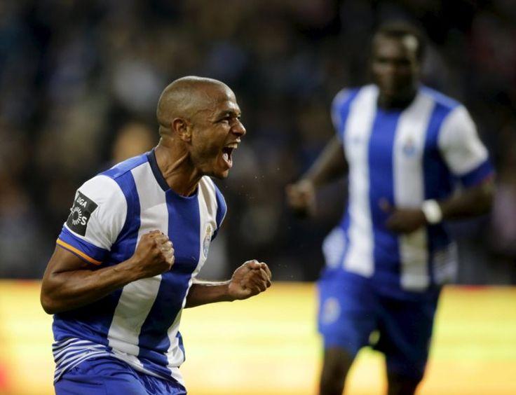 O FC Porto conservou-se no topo da classificação da I Liga ao derrotar, neste domingo, o Belenenses, no Estádio do Dragão, por 4-0.  Segunda parte dá triunfo do FC Porto sobre o Belenenses - PÚBLICO