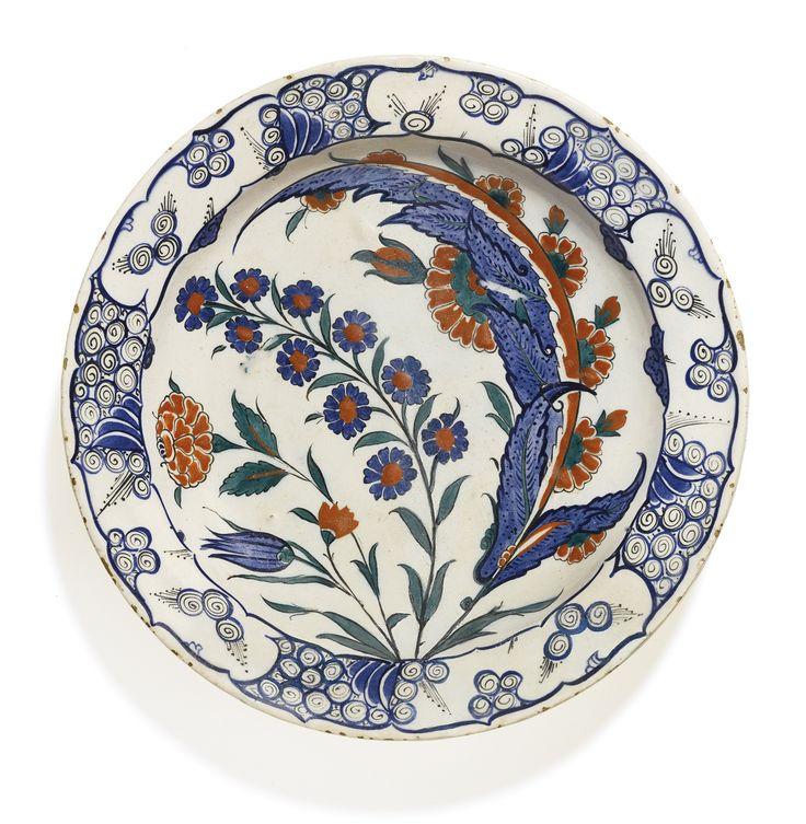 An Iznik polychrome pottery dish with large saz leaf, Turkey, circa 1575