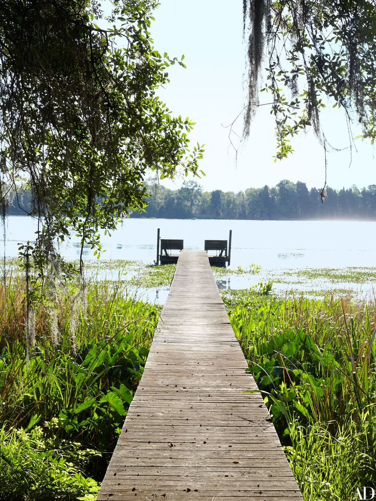 The lakeside dock of a historic South Carolina plantation | archdigest.com