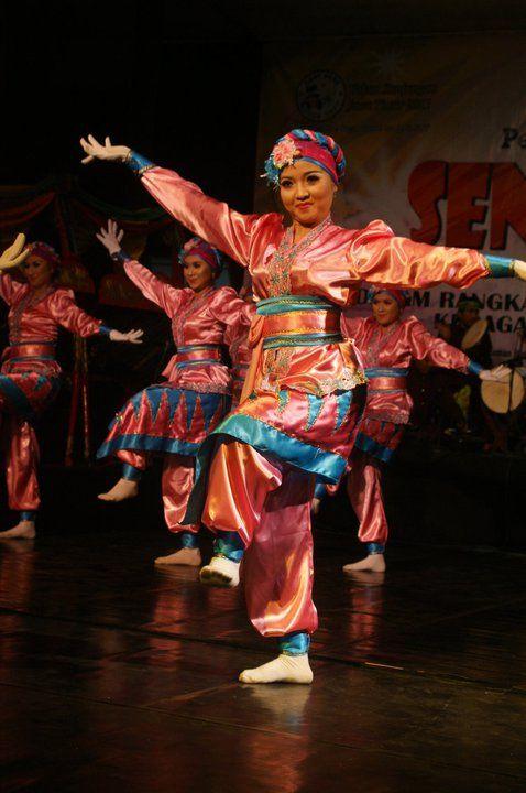 """Kunthulan"" dance from Banyuwangi, East Java, Indonesia."