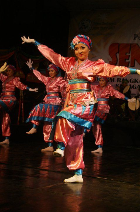 1000+ images about INDONESIAN TRADITIONAL FOLK DANCE, ART, AND MUSIC on Pinterest  Javanese