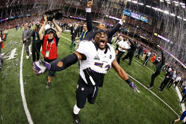 Ray Lewis of the Baltimore Ravens celebrates.  Chris Graythen / GETTY IMAGES