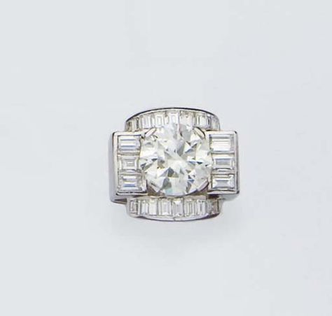 AN ART DECO DIAMOND AND PLATINUM RING WITH A 5CTS DEMI TAILLE ROUND DIAMOND, circa 1930