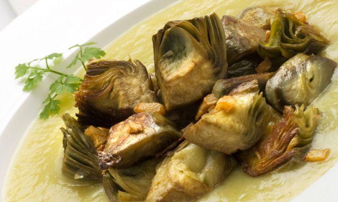 Receta de Alcachofas salteadas con puré de puerro y patata