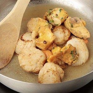 Жареные гребешки под соусом бер-блан