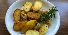 Rosmarinkartoffeln aus der Pfanne 800g kleine Kartoffeln, am Besten…