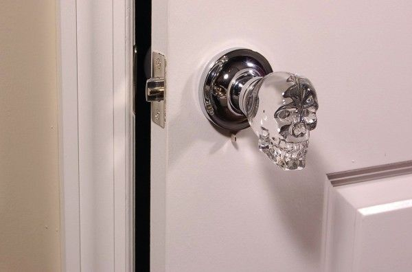 This is probably my favorite idea in non-cheesy horror decor — skull door knobs.