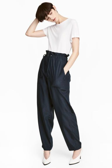 Oversized trousers Model