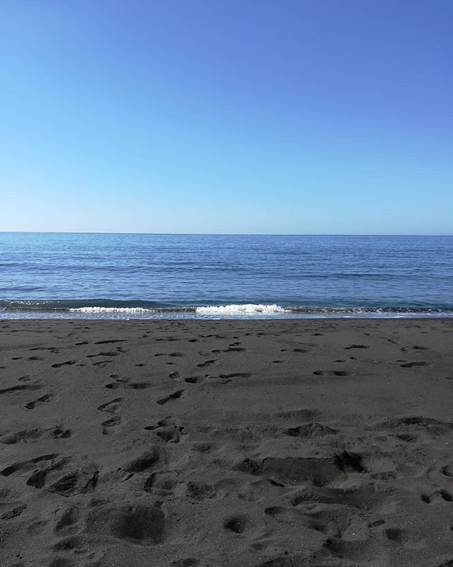 Numeros: hoy 22 de enero tenemos 25 un sol que quema y un mar que invita a bañarse con sus 21... Vacaciones en #lapalma % recomendadas! #travel #viajes #reisen #viaggi #vacanze #urlaub #holidays #vacaciones #latituddevida #igerslaplama #turismocanarie #turismocanarias #turismolapalma #blacksand #arenanegra #spiaggianera #oceanoatlantico #atlanticocean