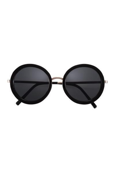 Occhiali da sole: Occhiali da sole rotondi con montatura in plastica e astine in metallo. Lenti colorate. Protezione UV.