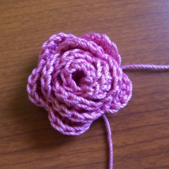 ... fiori on Pinterest Headband tutorial, Flower and Crochet hair clips
