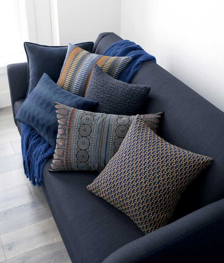 Decorative Bed Pillows Pinterest : 262 best Pillow Toss images on Pinterest Decorative pillows, Throw pillows and Decorative bed ...