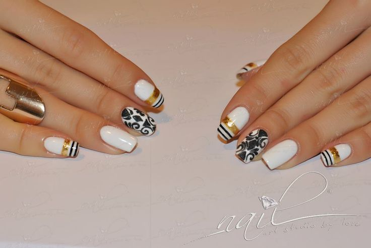 nails manicure white black baroque foil gold design