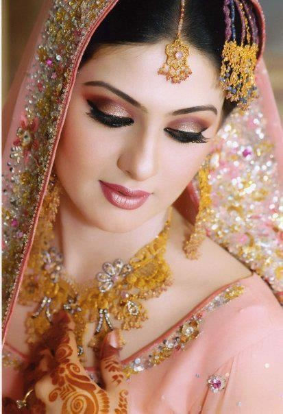 Dulhan Bride Indian / Pakistani South Asian Desi Wedding                                                                                                                                                                                 Mais