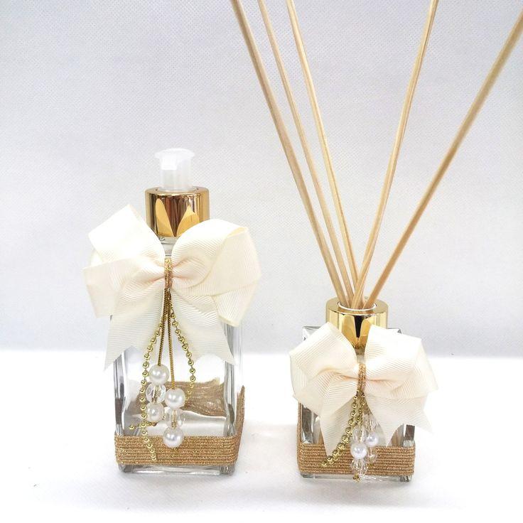 Sabonete e Aromatizante para Ambientes! <br> <br>Lindo sabonete líquido e aromatizante em vidro, com capacidade para 250ml (sabonete líquido) e 100ml (difusor), decorado com laço de gorgurão, com pingente em pérolas brancas ou douradas e miçangas na cor cristal! Acompanha váulvula luxo para sabonete e tampa luxo com furo. ( acompanha as 6 varetas também!) <br> <br>Também temos opções de bandejas para lavabo! Um charme a mais com seu kit de lavabo! <br> <br>Deseja adicionar a essência? <br…