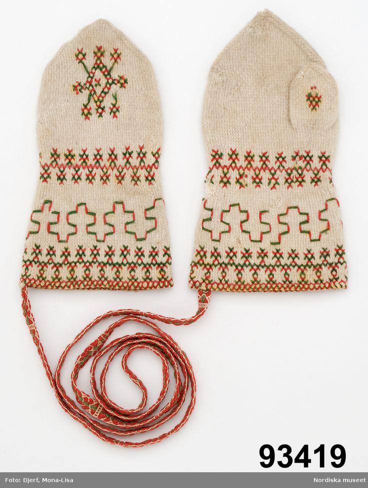 Tvåändsstickade broderade vantar från Gagnef, Sweden.
