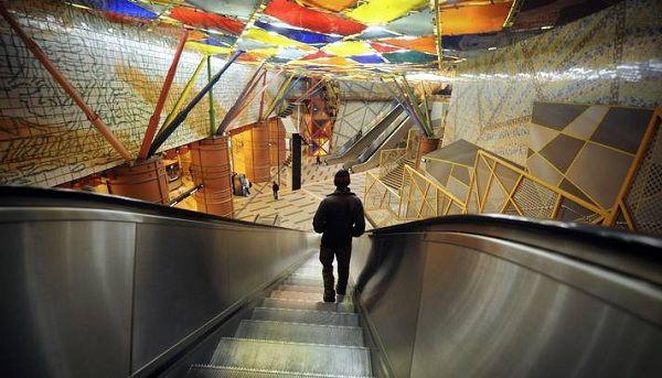 Metro de Lisboa chegou à marca dos 55 anos   Imagens de Marca imagensdemarca.sapo.pt600 × 343Pesquisar por imagens O site refere ainda que o Metro é o Museu mais visitado de Lisboa. De facto, as estações de metro ganharam novas cores e construções. estação de metro das Olaias, Lisboa