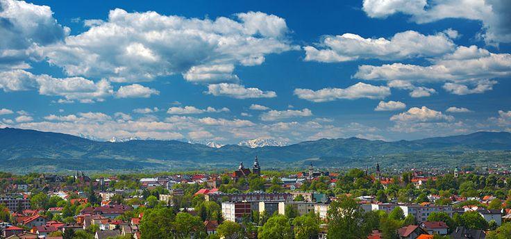Nowy Sącz  i Tatry. Na pierwszym planie Nowy Sącz, dalej po prawej Świniarsko i Podegrodzie          , po lewej w oddali  Gołkowice.