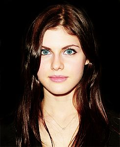 Alexandra Daddario should play Anastasia Steele on the movie 50 Shades of