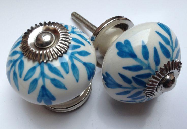 200 deurknop wit met blauwe accenten | Porseleinen kastknoppen | Porseleinen Knoppen
