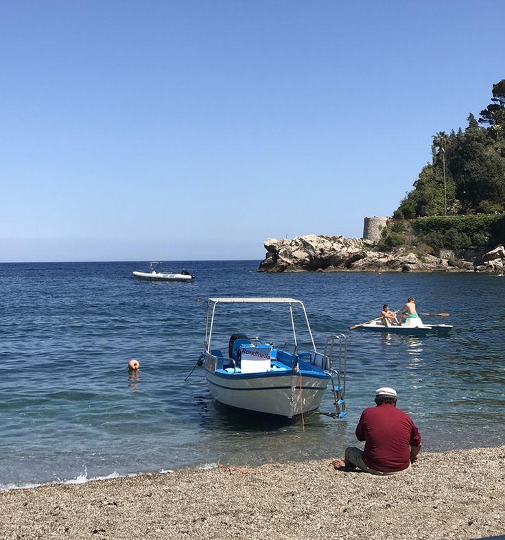 A vida em pausa nas praias de Taormina