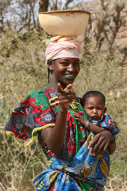 Africa | Portrait of a Peul mother carrying her child, Mali | © Ferdinand Reus