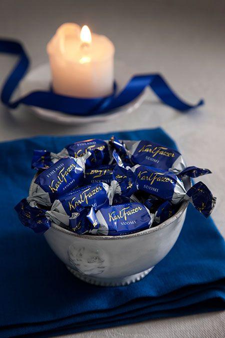 Fazer chocolate. Kuuluu erottamattomasti jouluun. Ja vähän muihinkin päiviin. ;) Milk chocolate and white chocolate - Fazer