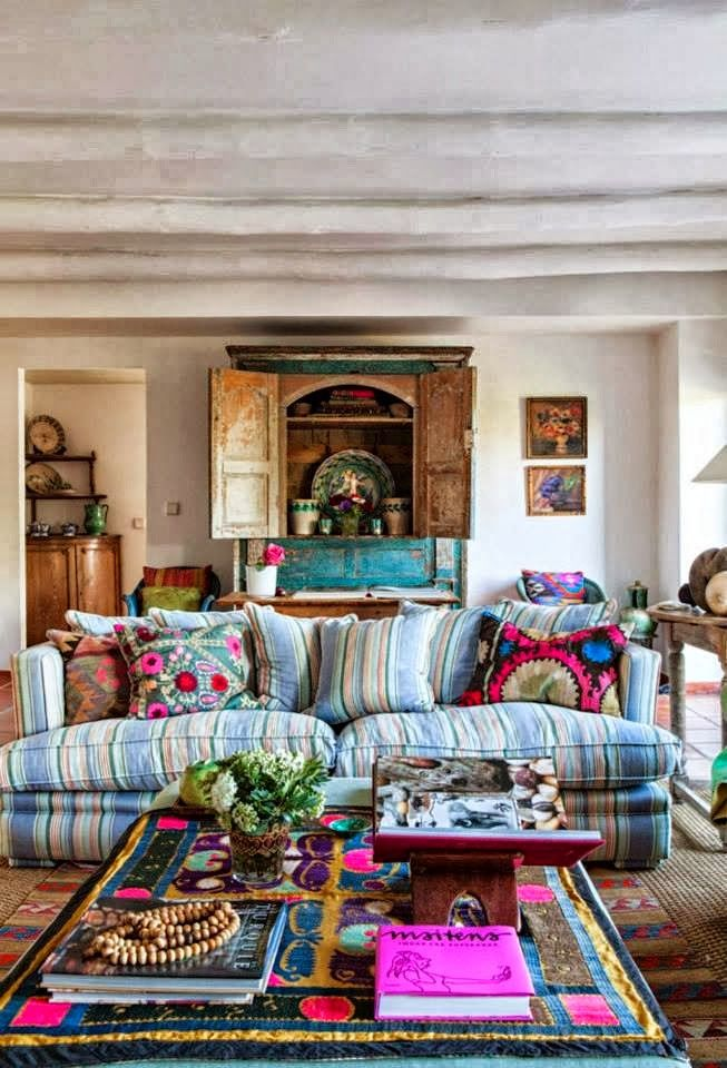 boho; Yellow house on the beach: Color and classic style