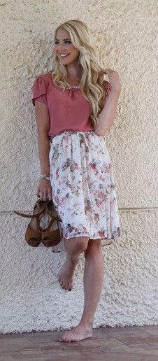 Cute lightweight polyester pleated floral knee length. Paired with the Mauve Chiffon Top. Can we worn professionally or casually.   Modest skirt, floral skirt, modest fashion, casual cute, women's fashion