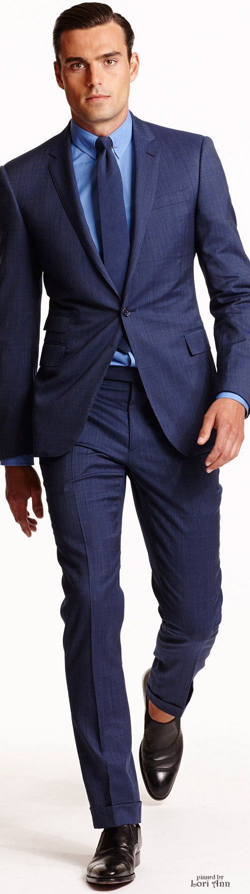 Cool monochromatic suit, shirt, tie combination. Would be a bit better with brown shoes thou (especially when the sock are no-show socks)